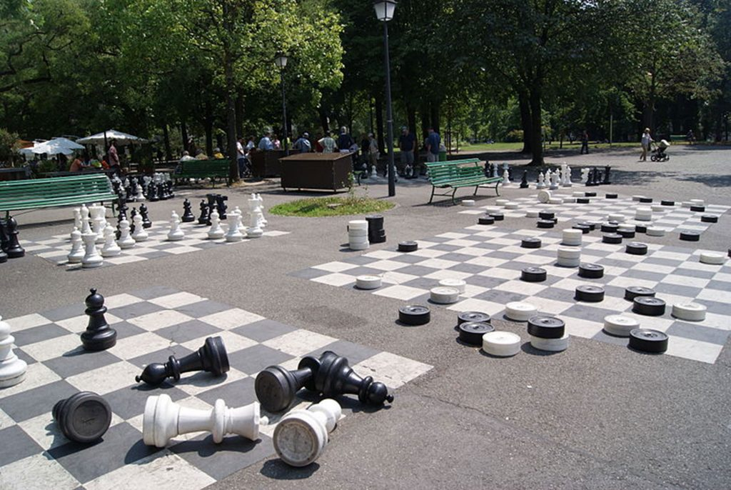 Giant chess and checkers set - parc des bastions - bastions park geneva - places to visit in geneva