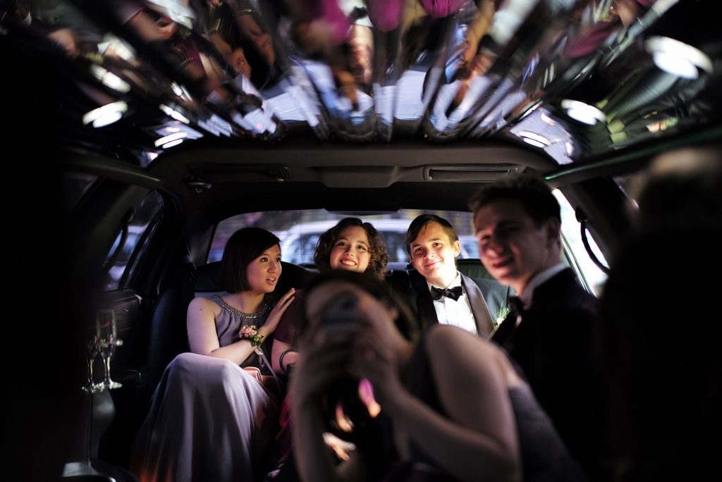 limousine for prom - prom limo - going to prom