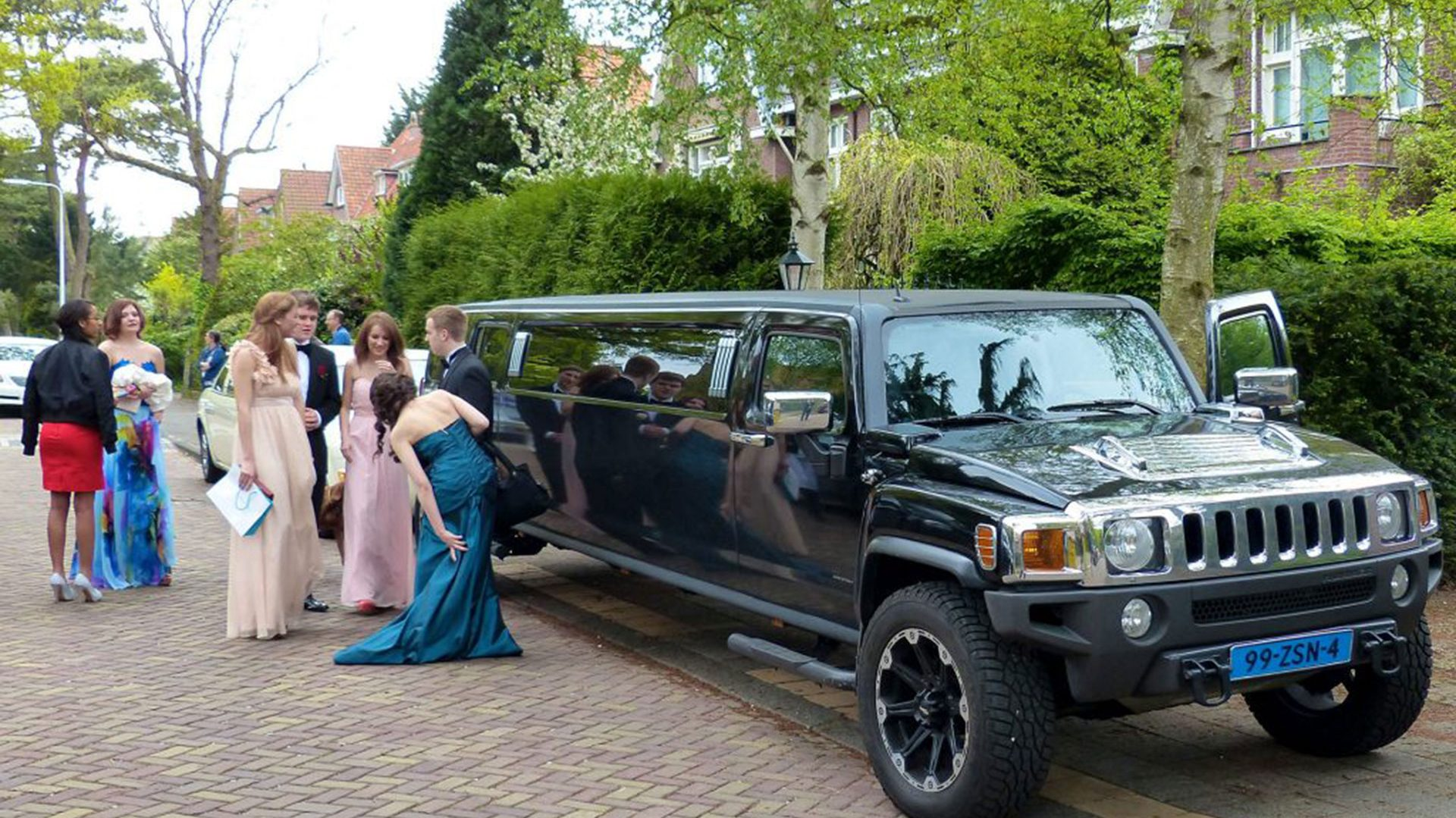 prom limo - black hummer limo - prom night - limo on demand for prom