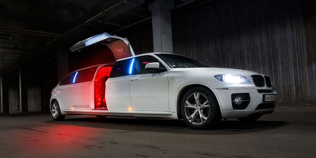 types of limousines - super stretch limousine - white limousine - fifth door in a limousine
